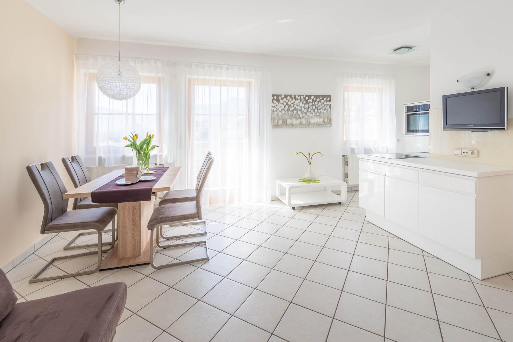 Vacanze in appartamenti feriali a termeno reinhold zwerger for Cucina a bovindo